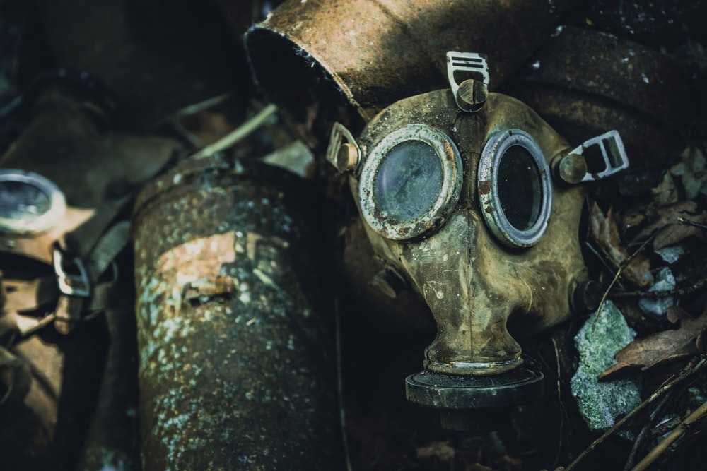 shallow focus photography of gas mask