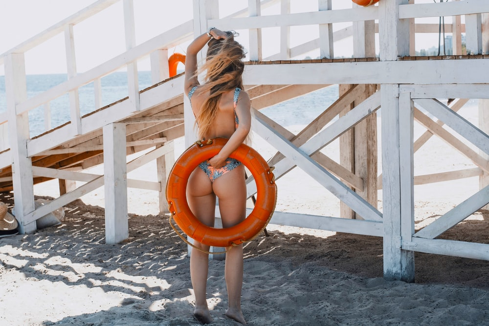 woman face backward covering back with life buoy