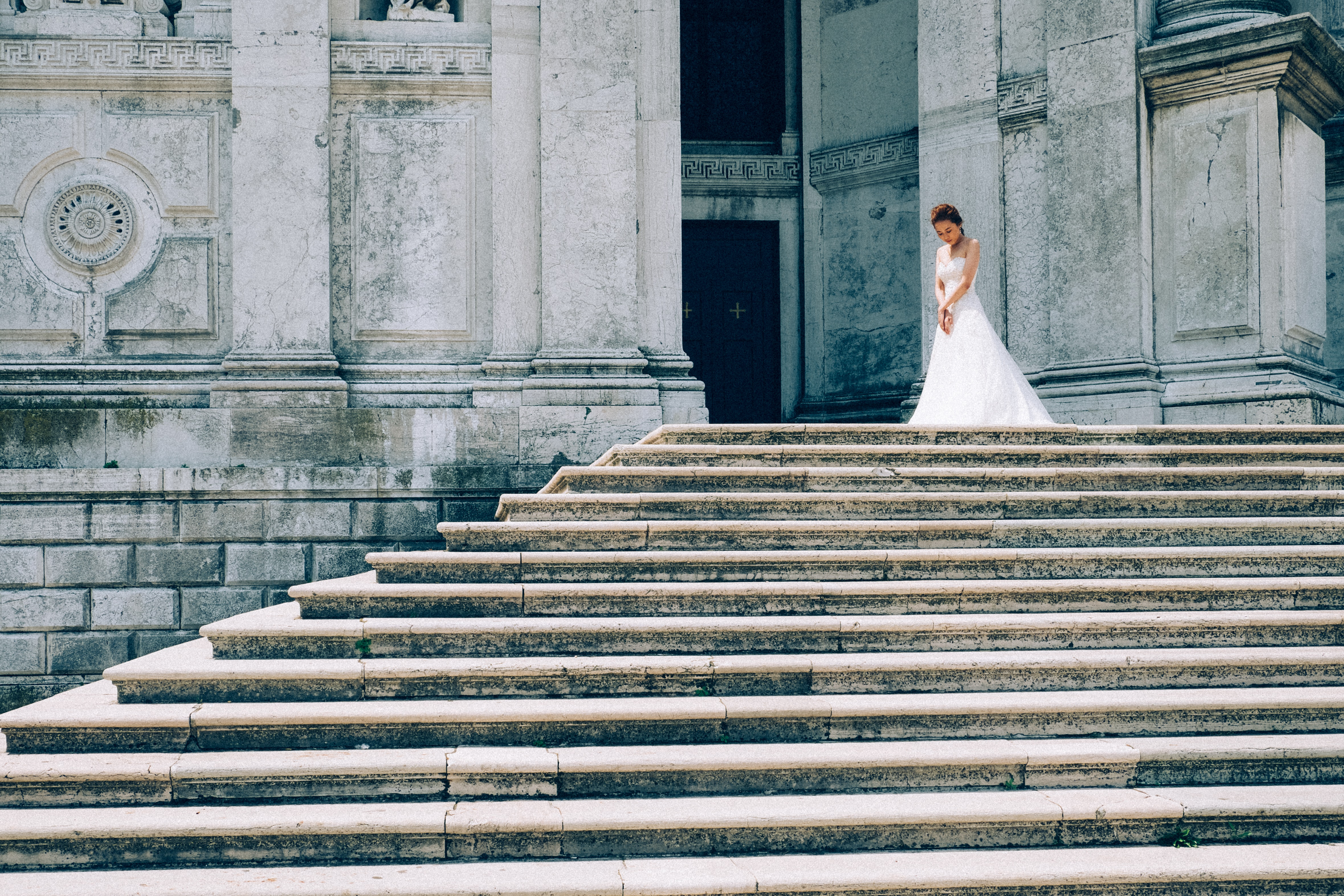 rule of thirds photograph of woman in white gown