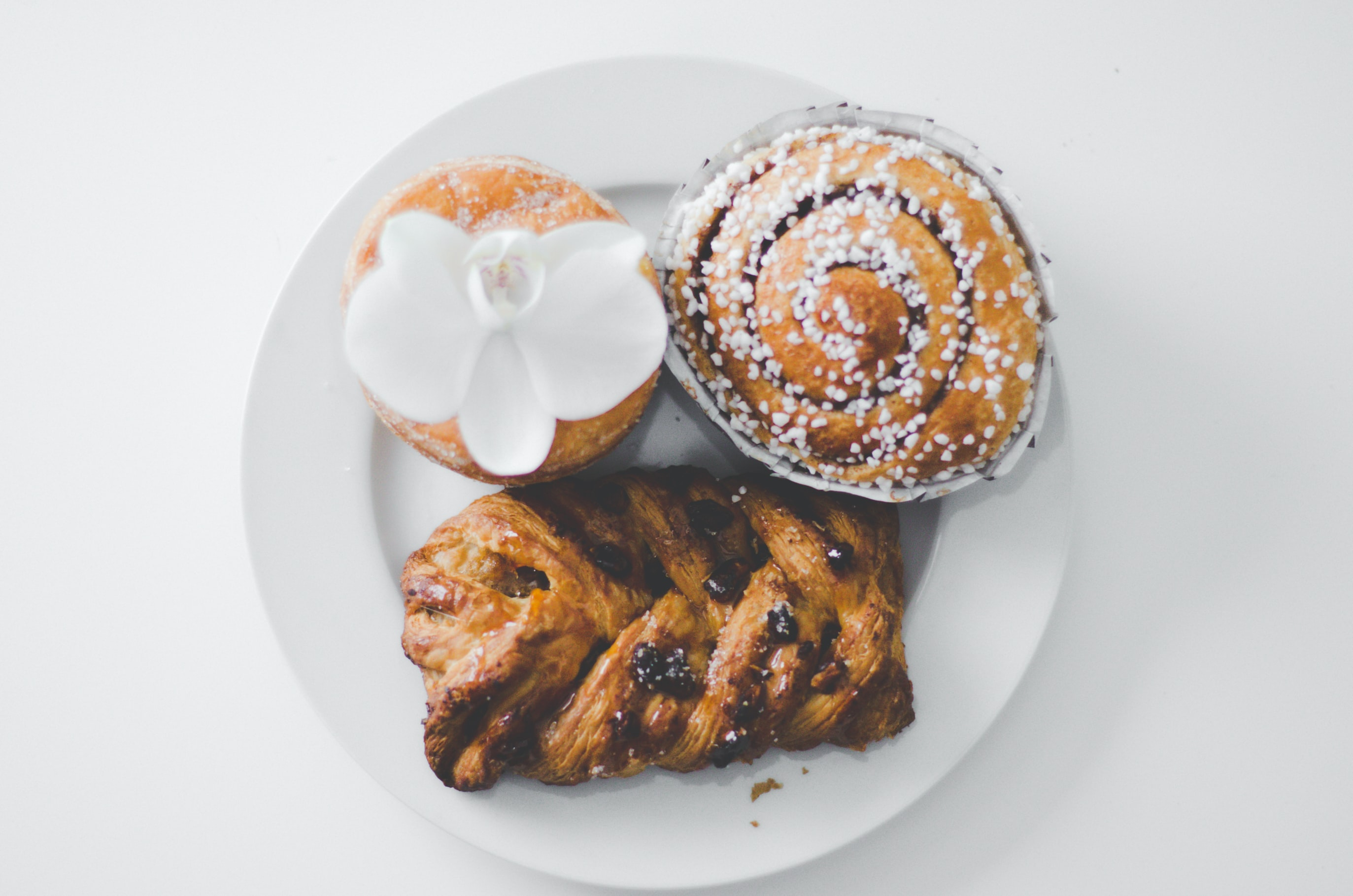 bread on ceramic plate