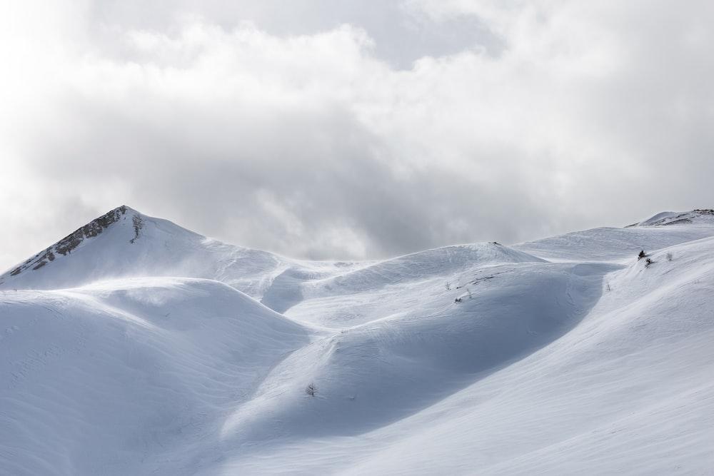 white snow mountain under cloudy sky