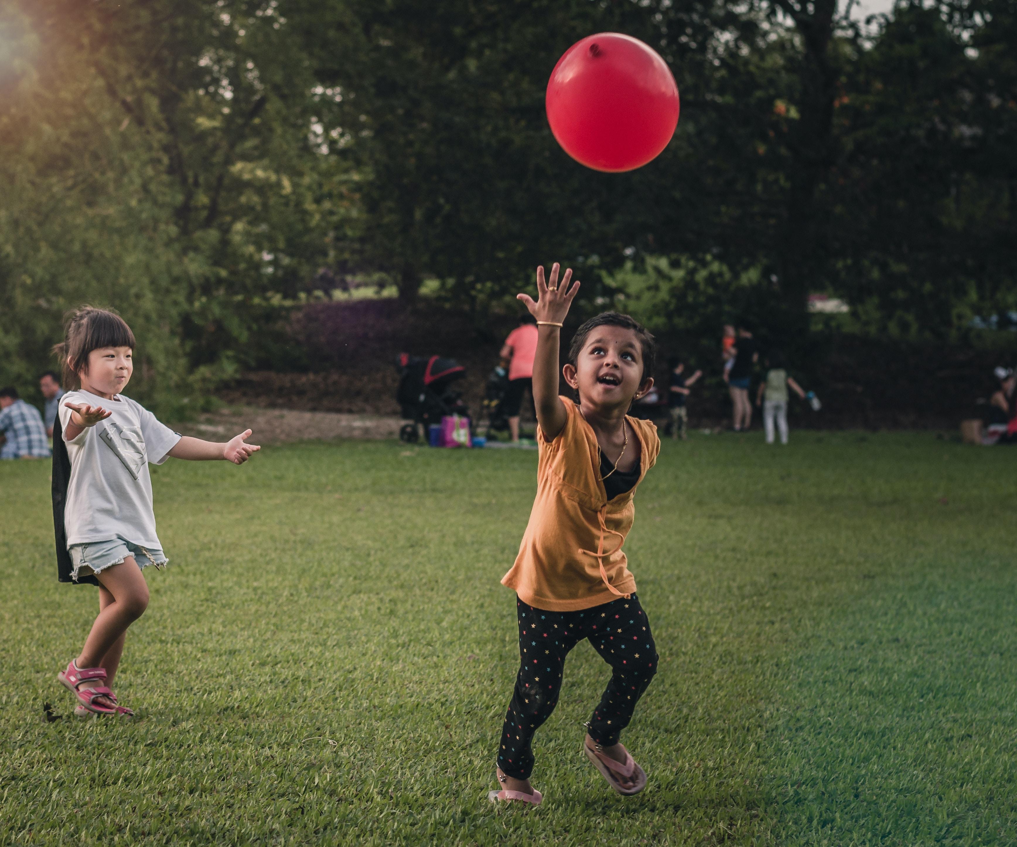 two girls playing balloon