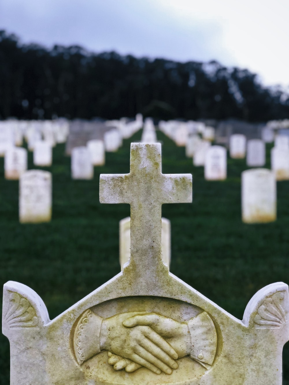 white tombstone selective focus photography