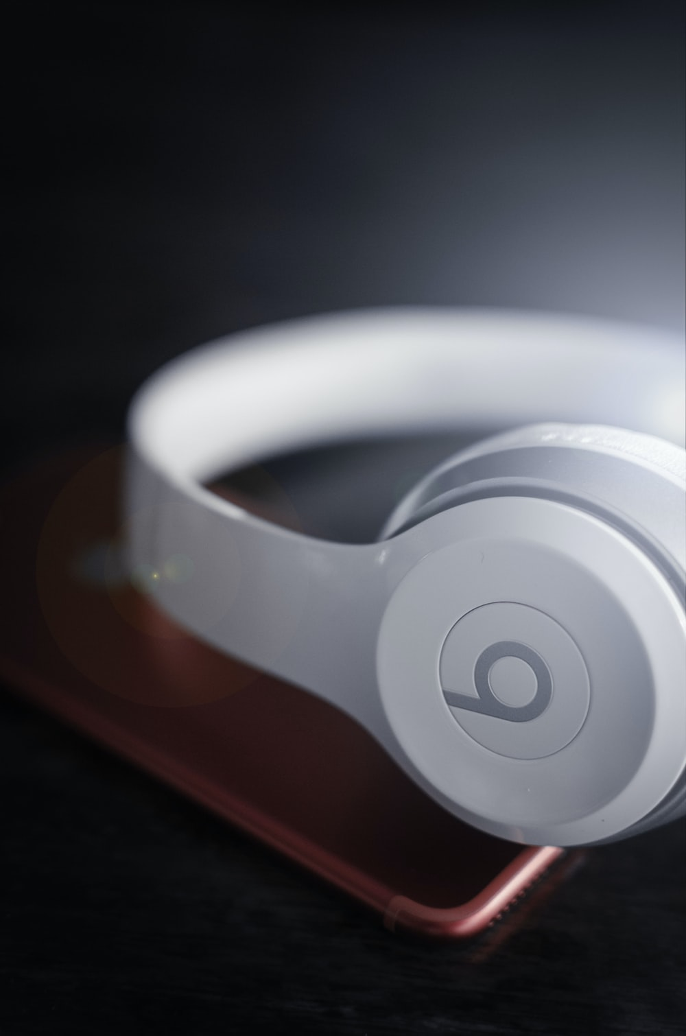 closeup photo of white Beats by Dr. Dre wireless headphones