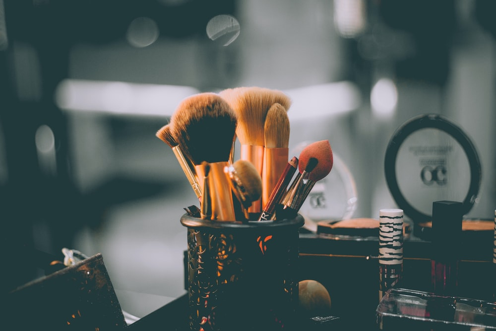Ассорти макияж кисти закрыты фотографии