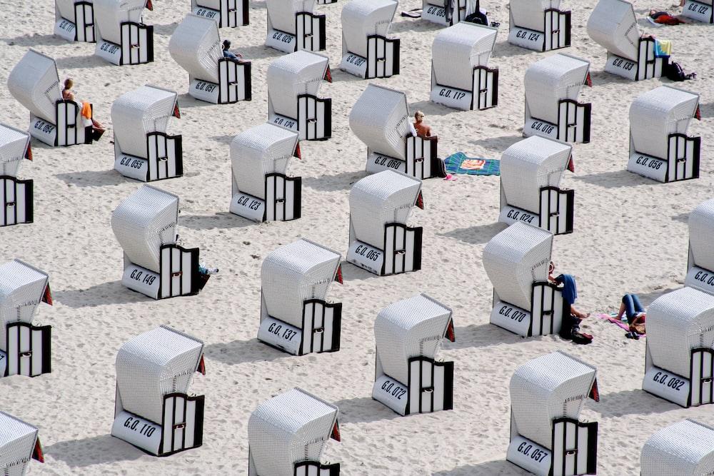white bench lot game application