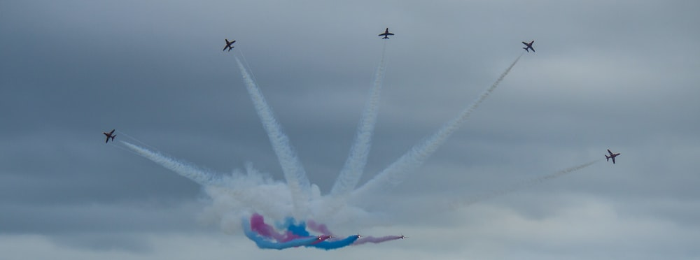 airshow with contrails