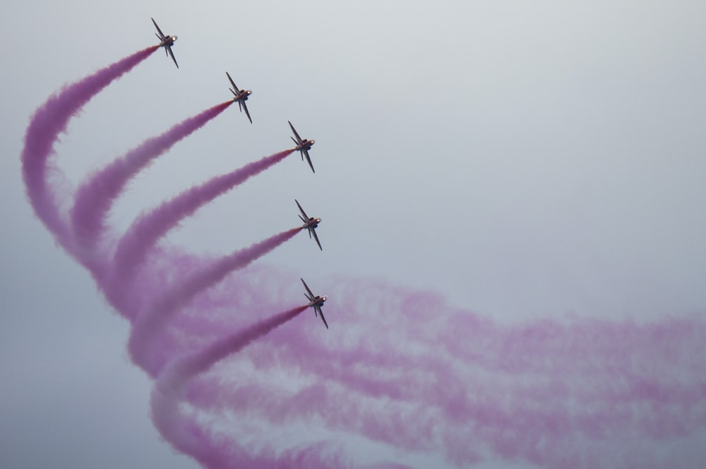 five jets flying during daytime