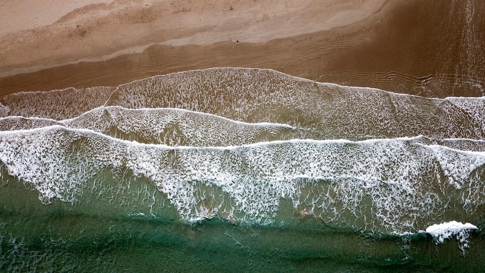ocean waves on seashore at daytime