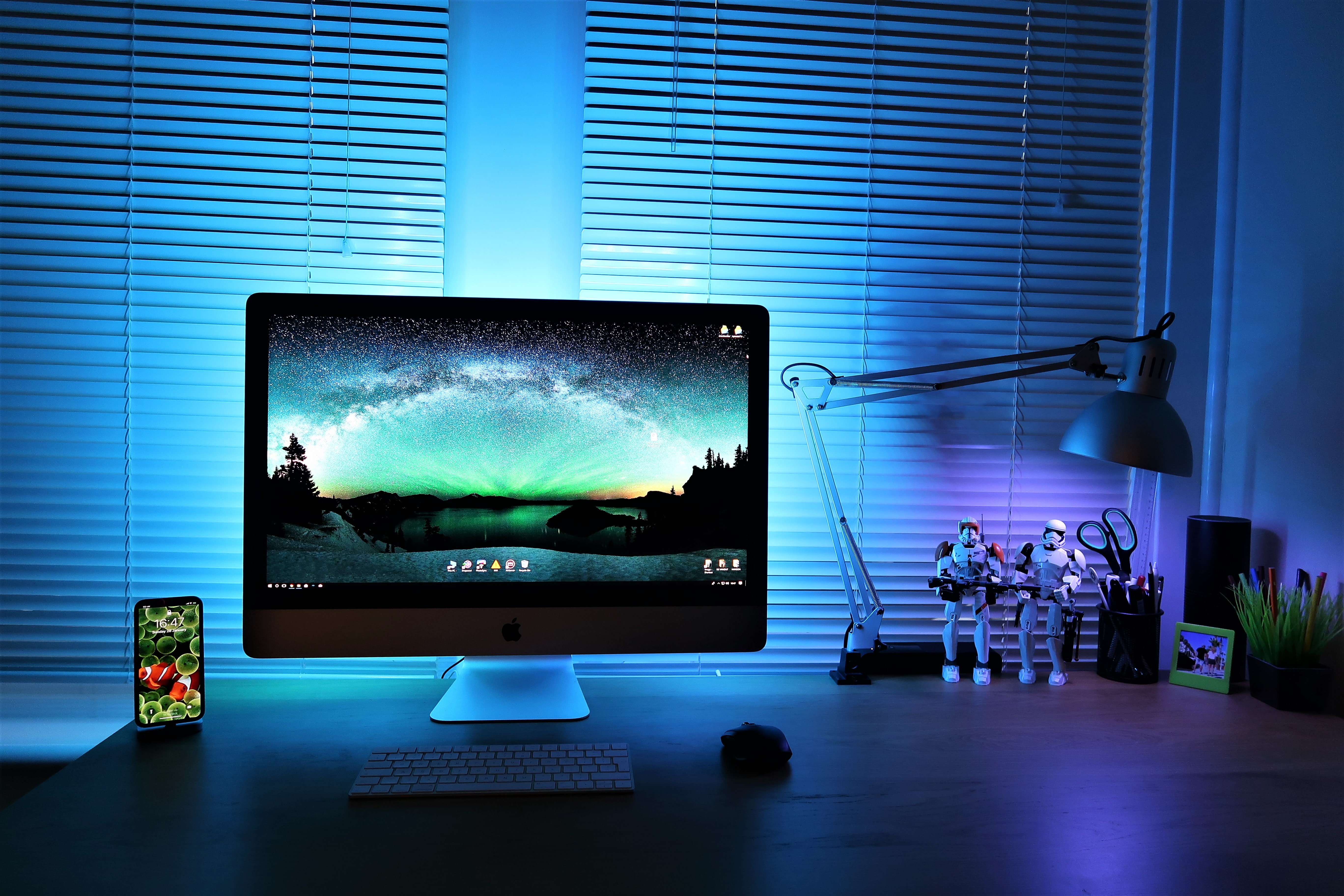 silver iMac showing desktop