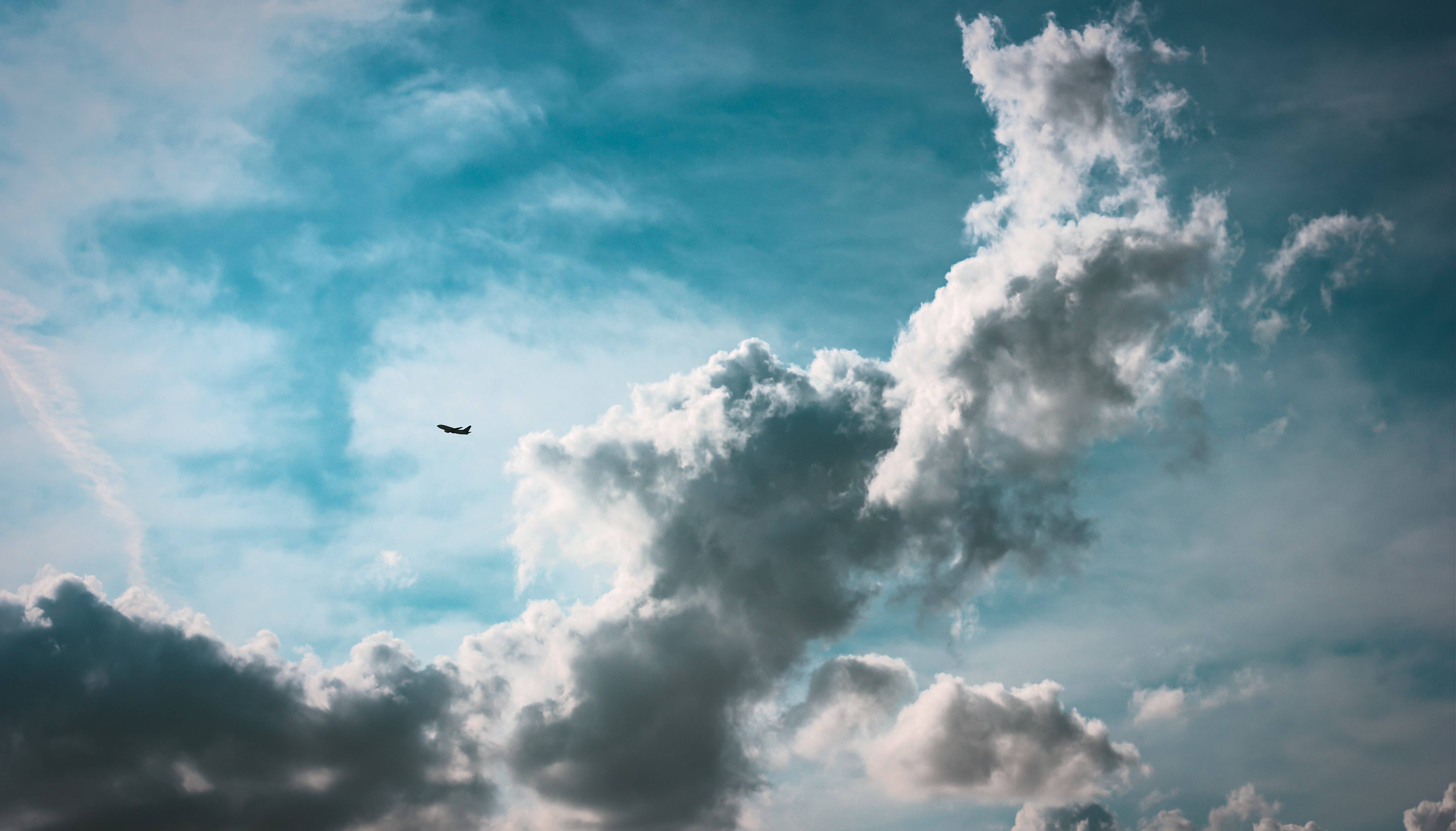 white clouds and blue sky photography