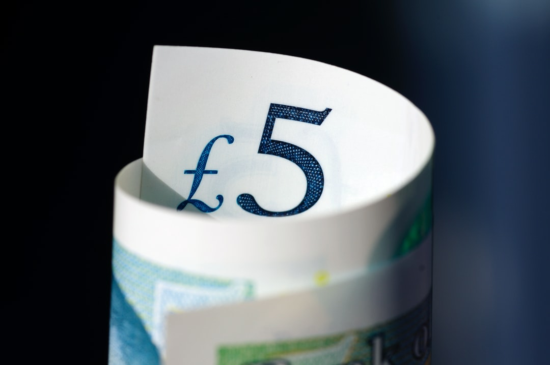 Am image of a rolled-up five pound note