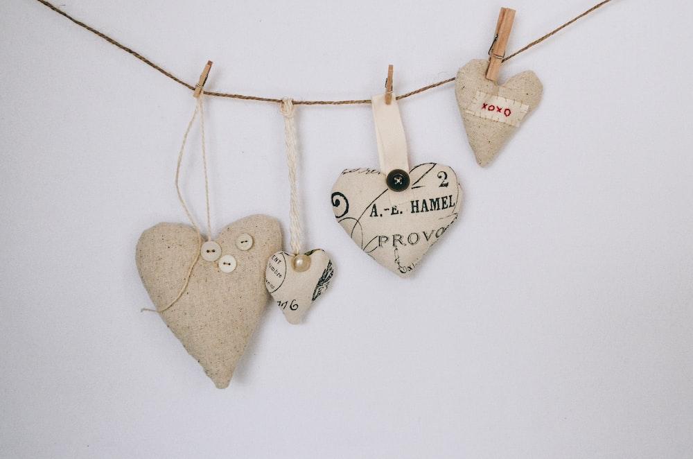 four brown hearts buntingsa
