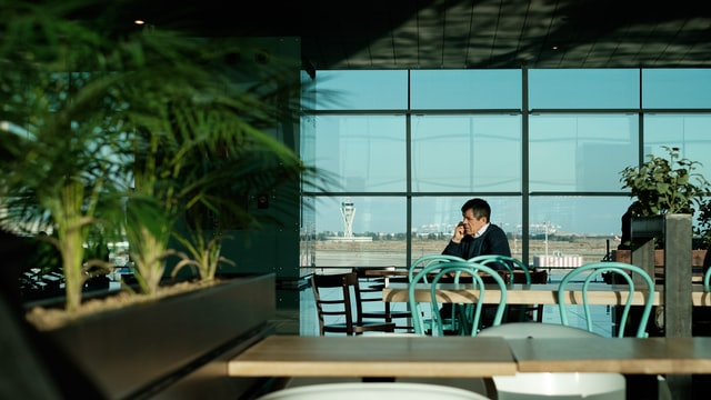 Why you have to pay so much to eat at the airport