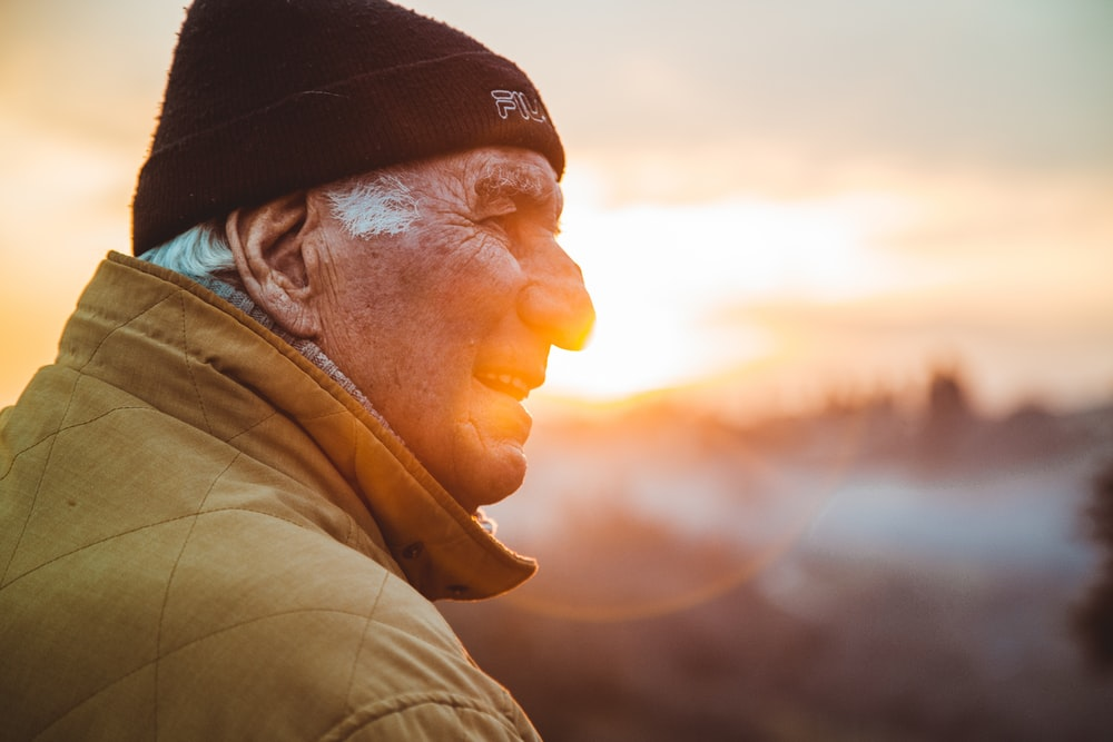 Best 100+ Old Person Pictures | Download Free Images on Unsplash