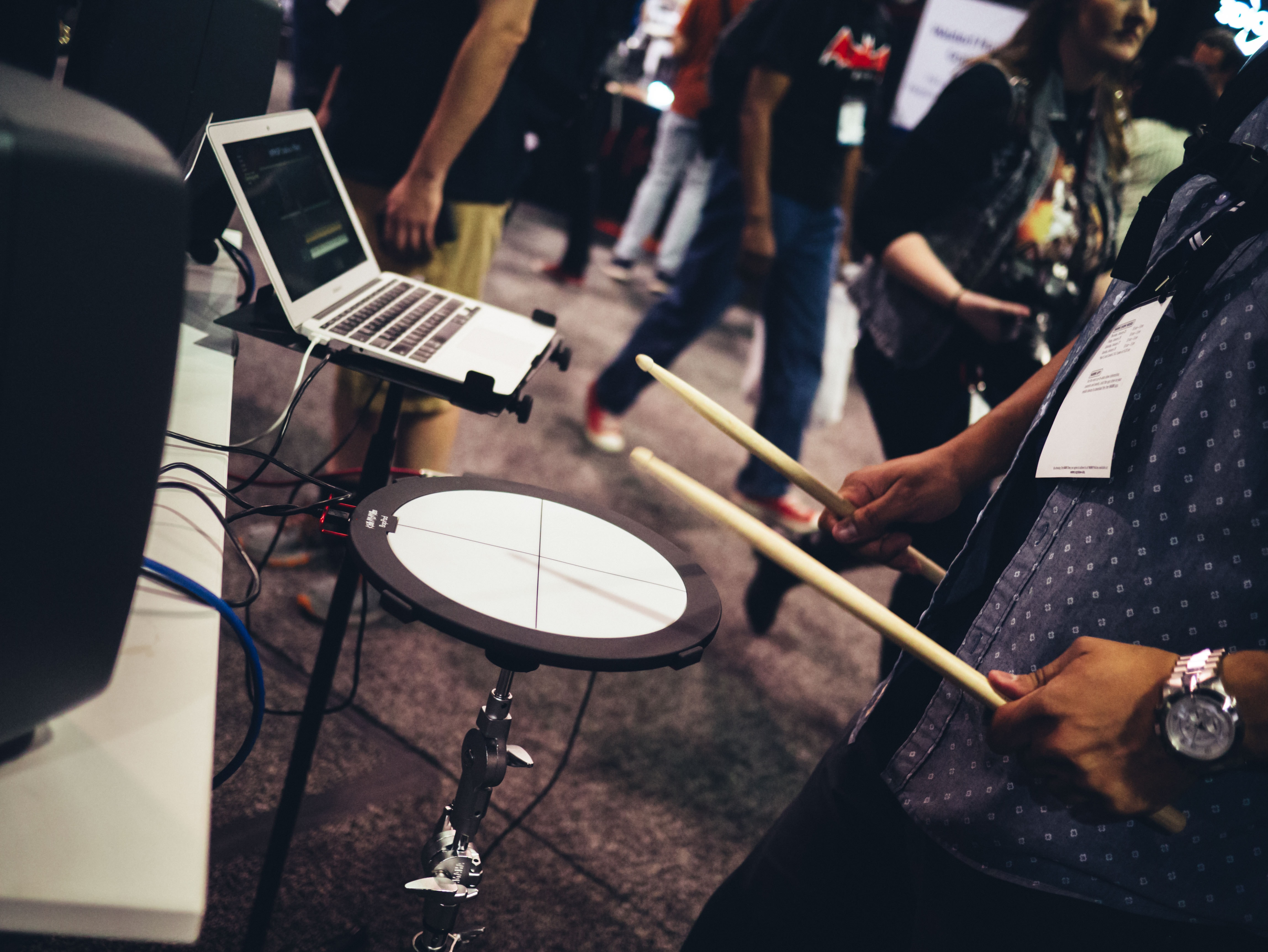 person playing drum during daytime photo