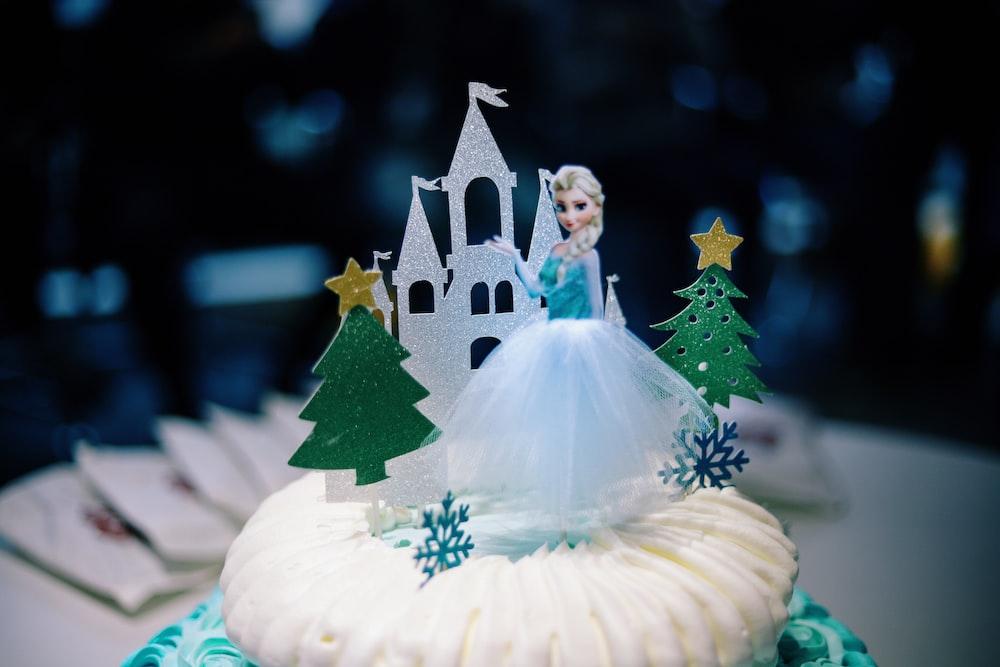 selective focus photography of Disney Frozen Elsa cake