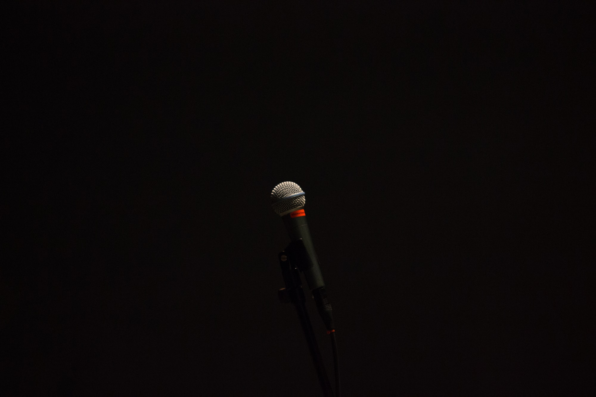 I have always loved minimal photos, but never something I've manged to gotten quite right myself. This shot I was quite surprised with and how much I ended up liking it. Was shot while practicing some music photography for a band doing some practice playing.