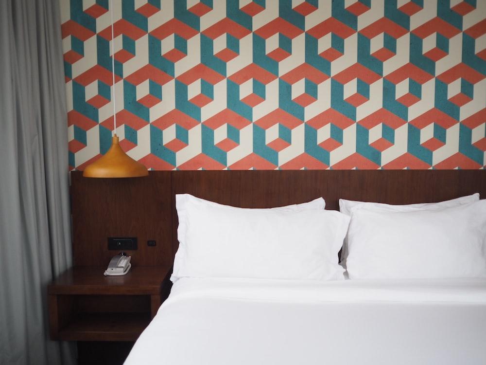white bedspread set