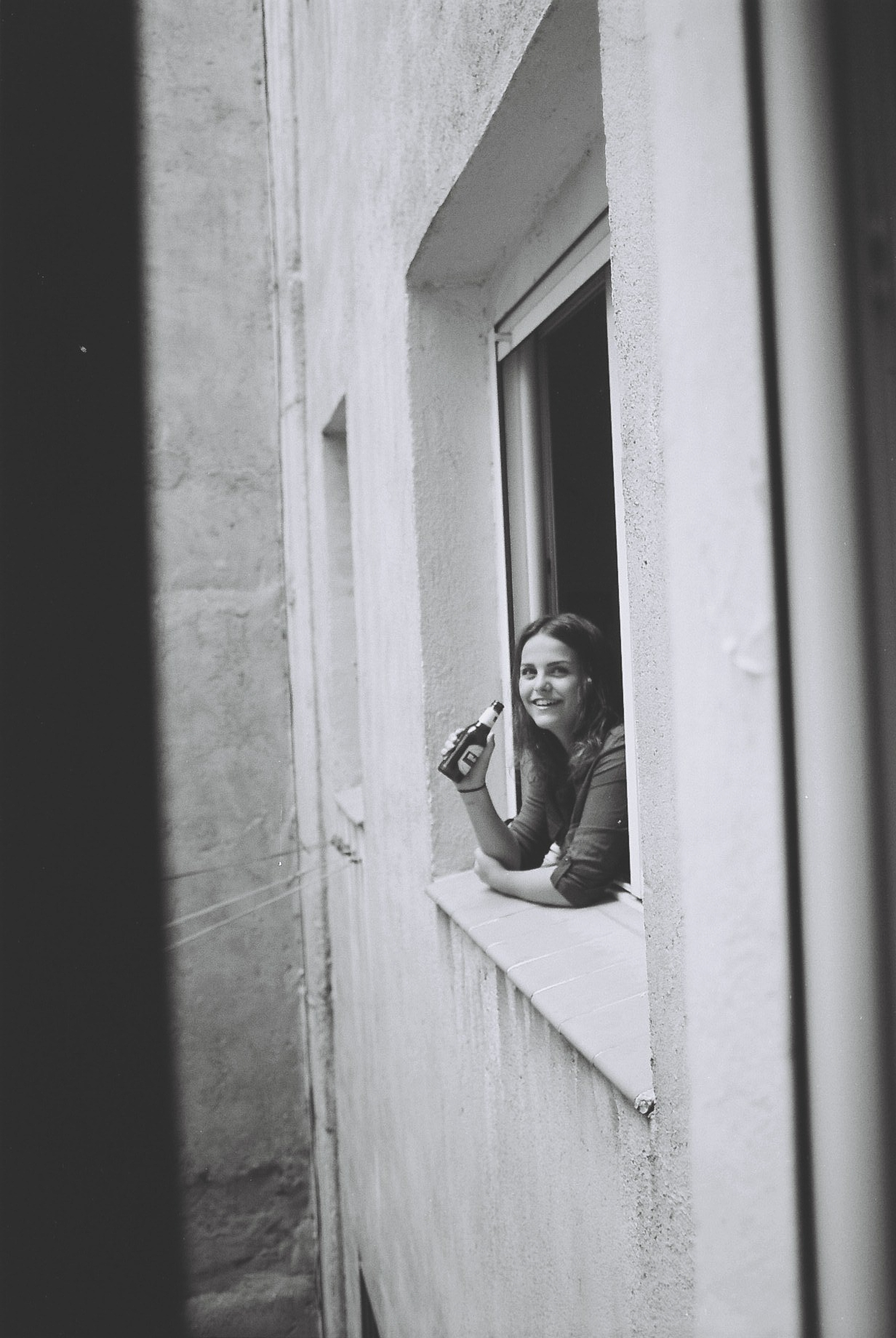 I was recently moved to Madrid and I was sharing a flat with some German people. From my room's window I saw a girl drinking a beer and I started to talk with her. I found her so interesting, and although I had know her that moment, I asked her if I could take a photo.