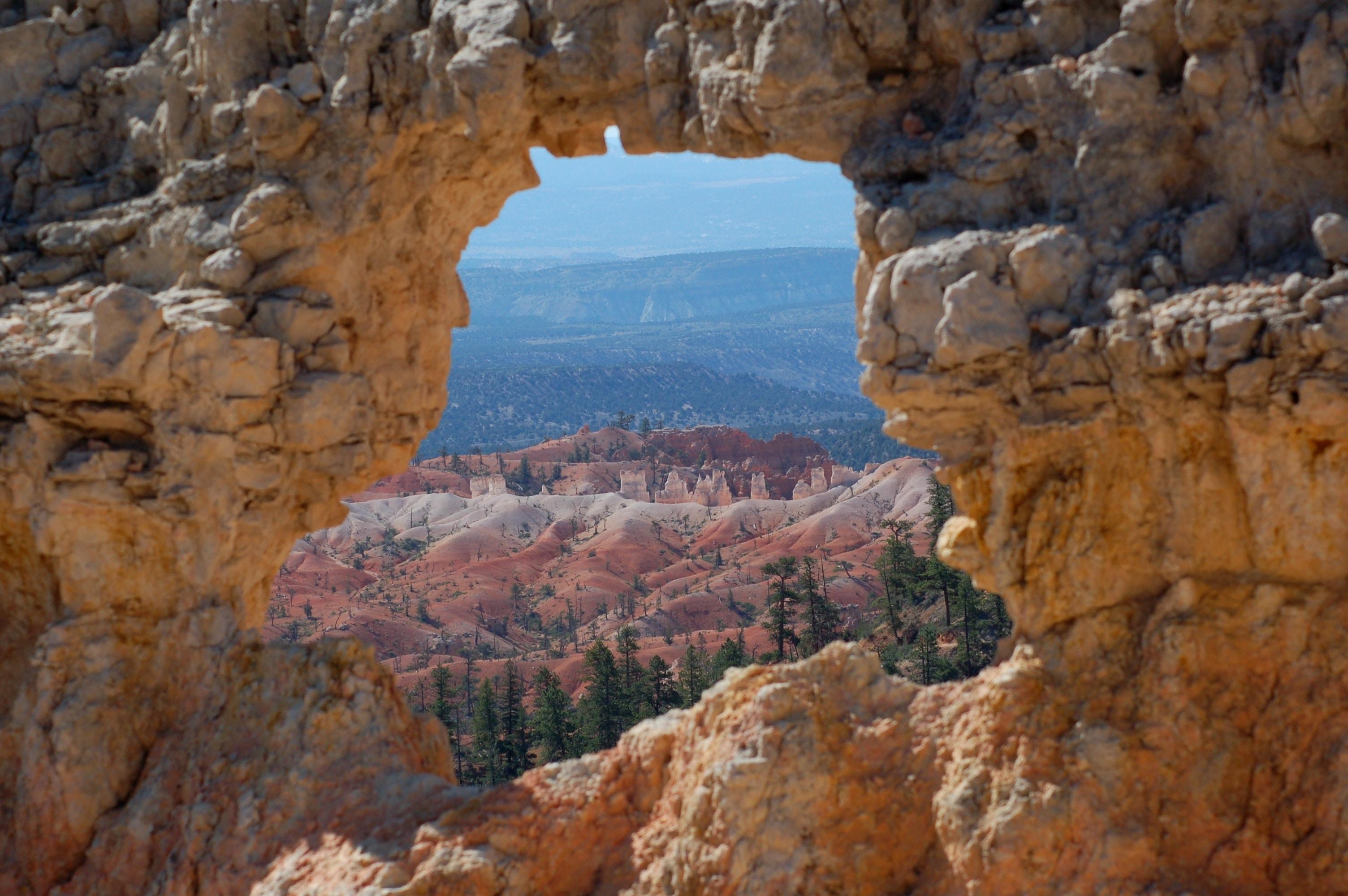 closeup photo of arch rock