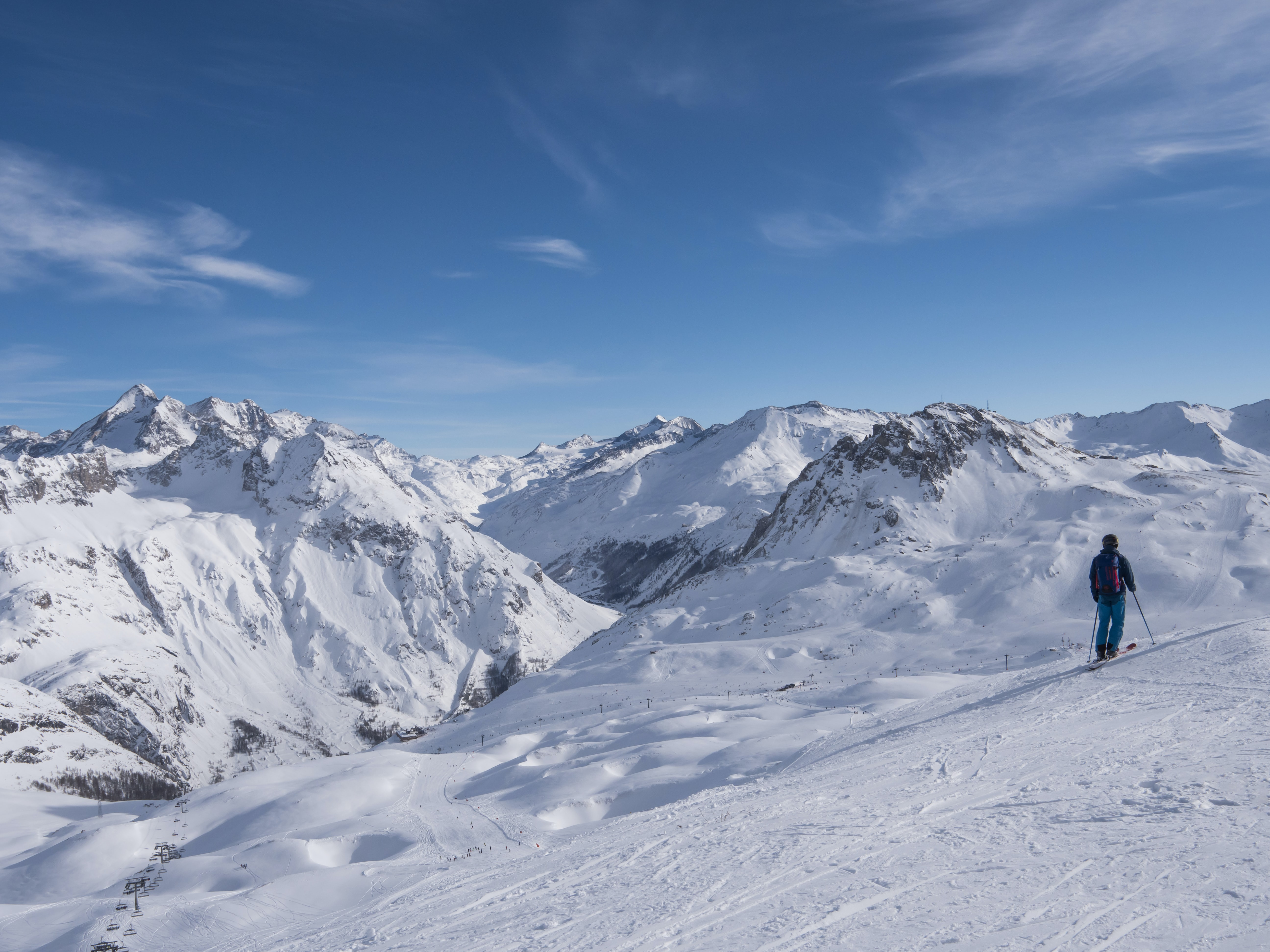 man ride on snow ski on top of mountain during blue sky