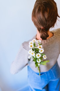 white daisy flowers on woman's pants pocket