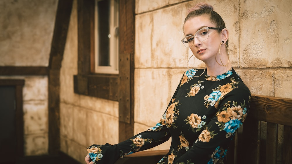 woman wearing black and brown floral long-sleeved top