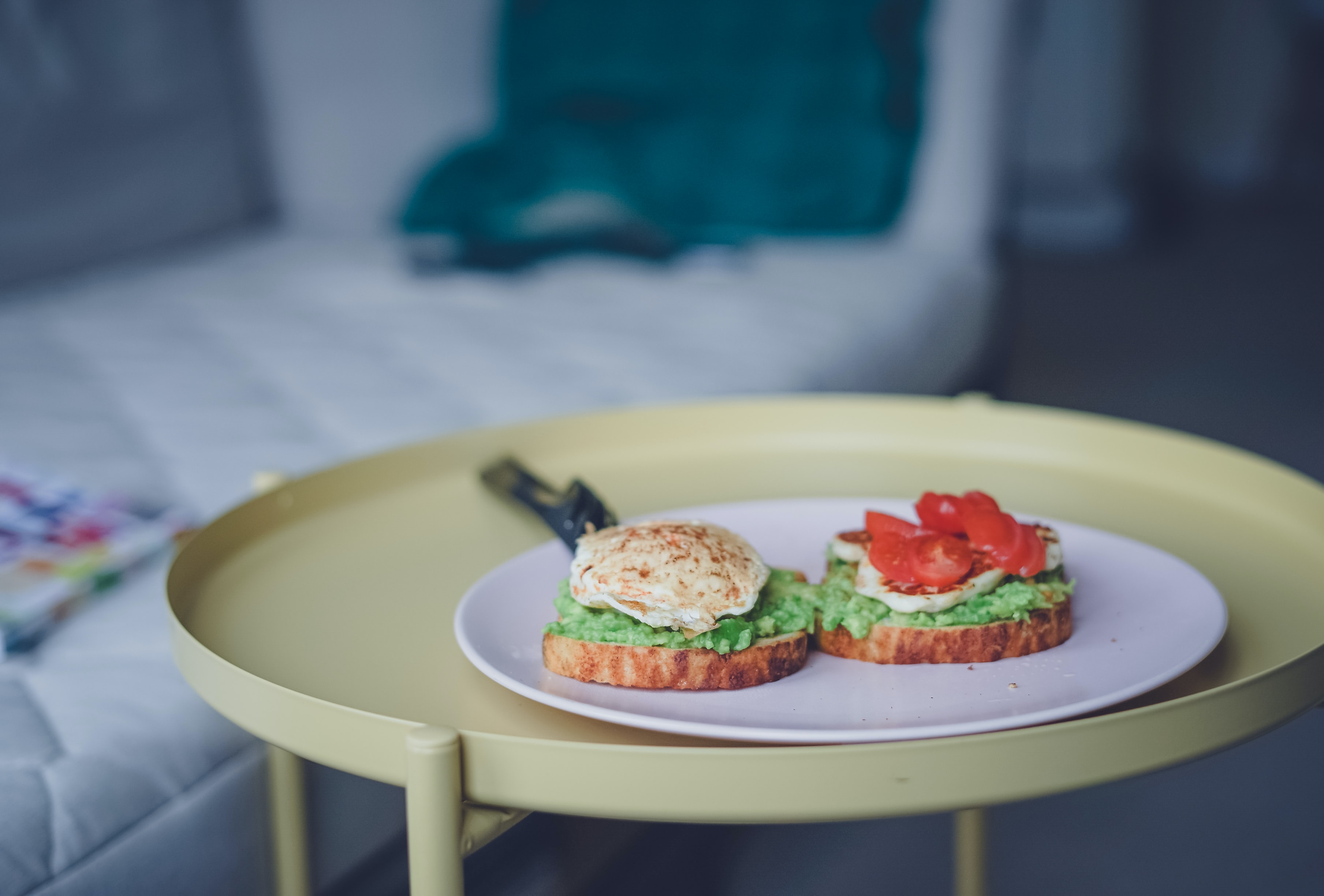 shallow focus photography of vegetable sandwich on plate