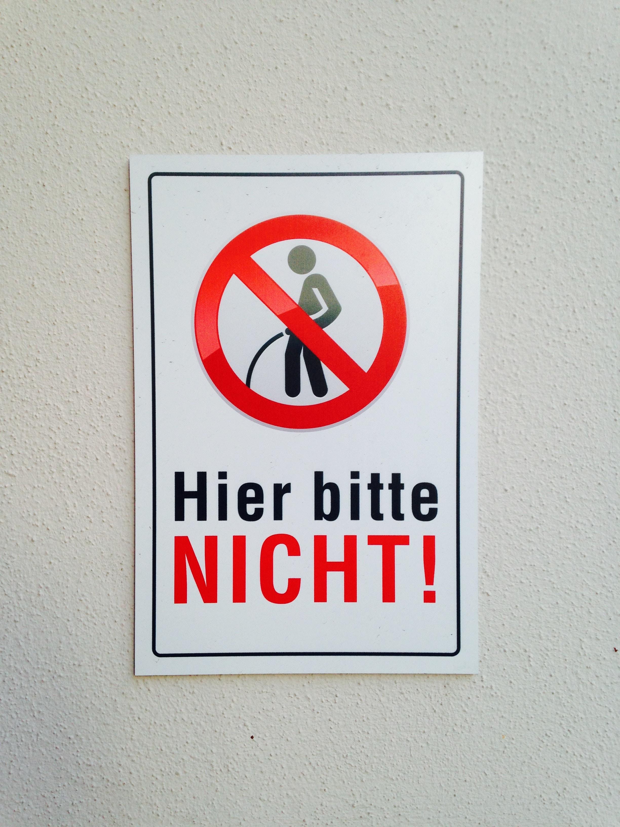 Hier bitte Nicht! signage