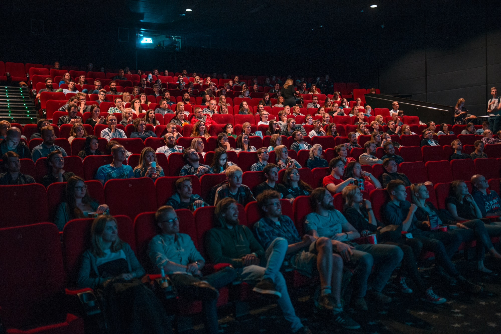 People watching the new Game of thrones episode in cinema