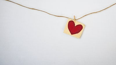 heart-shaped red and beige pendant garland zoom background