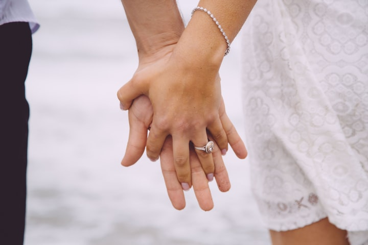 6 secrets for buying a women jewellery on Valentine's Day