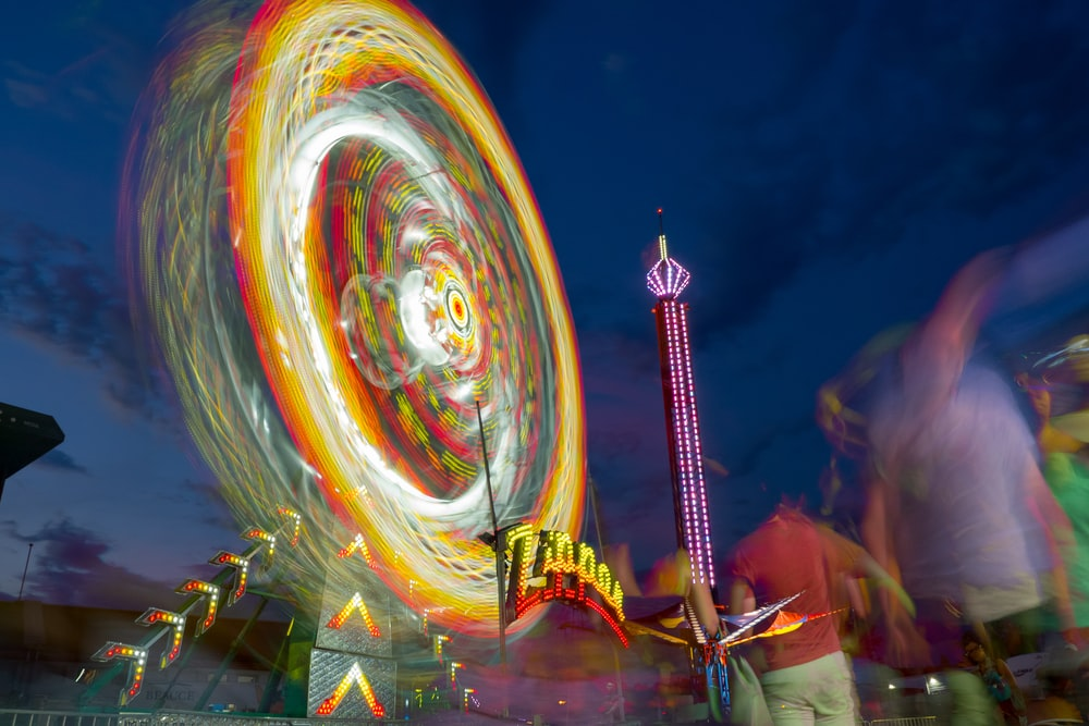time-lapse photo of lighted Ferris wheel at park during nighttime