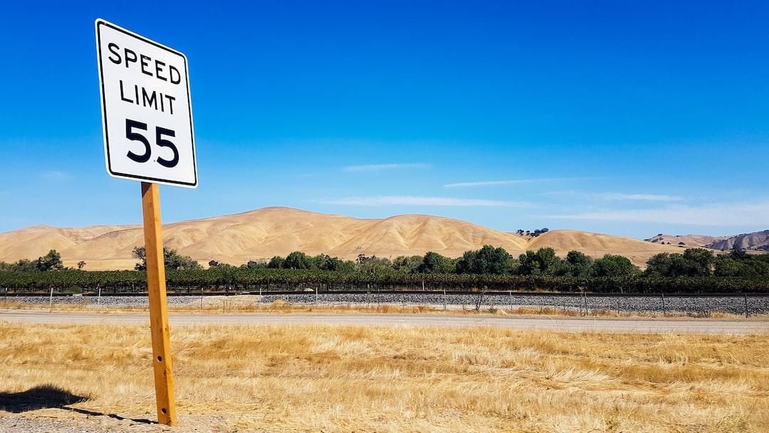 Une route dans le désert de Mojave…