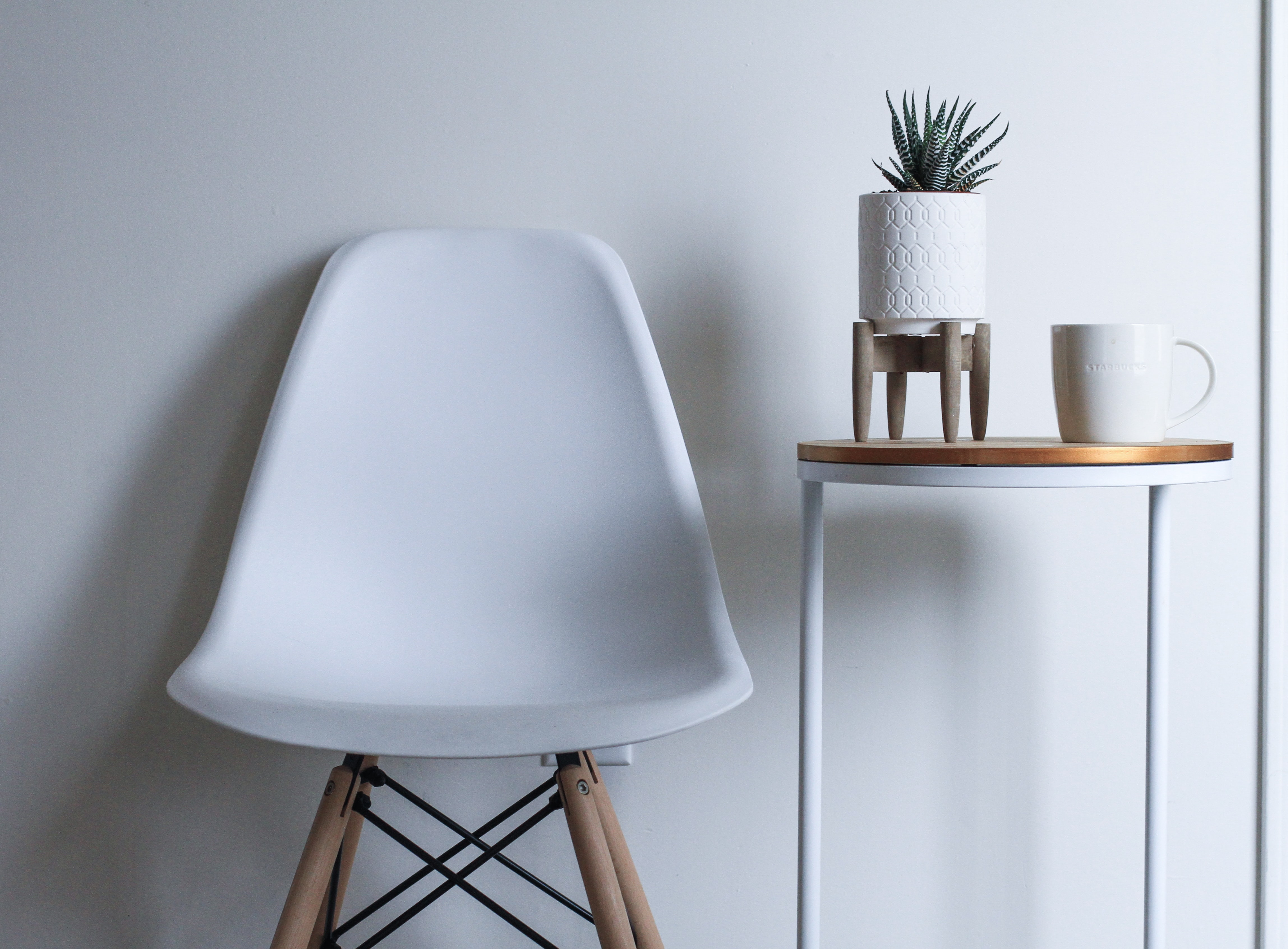round white and brown wooden table near chair