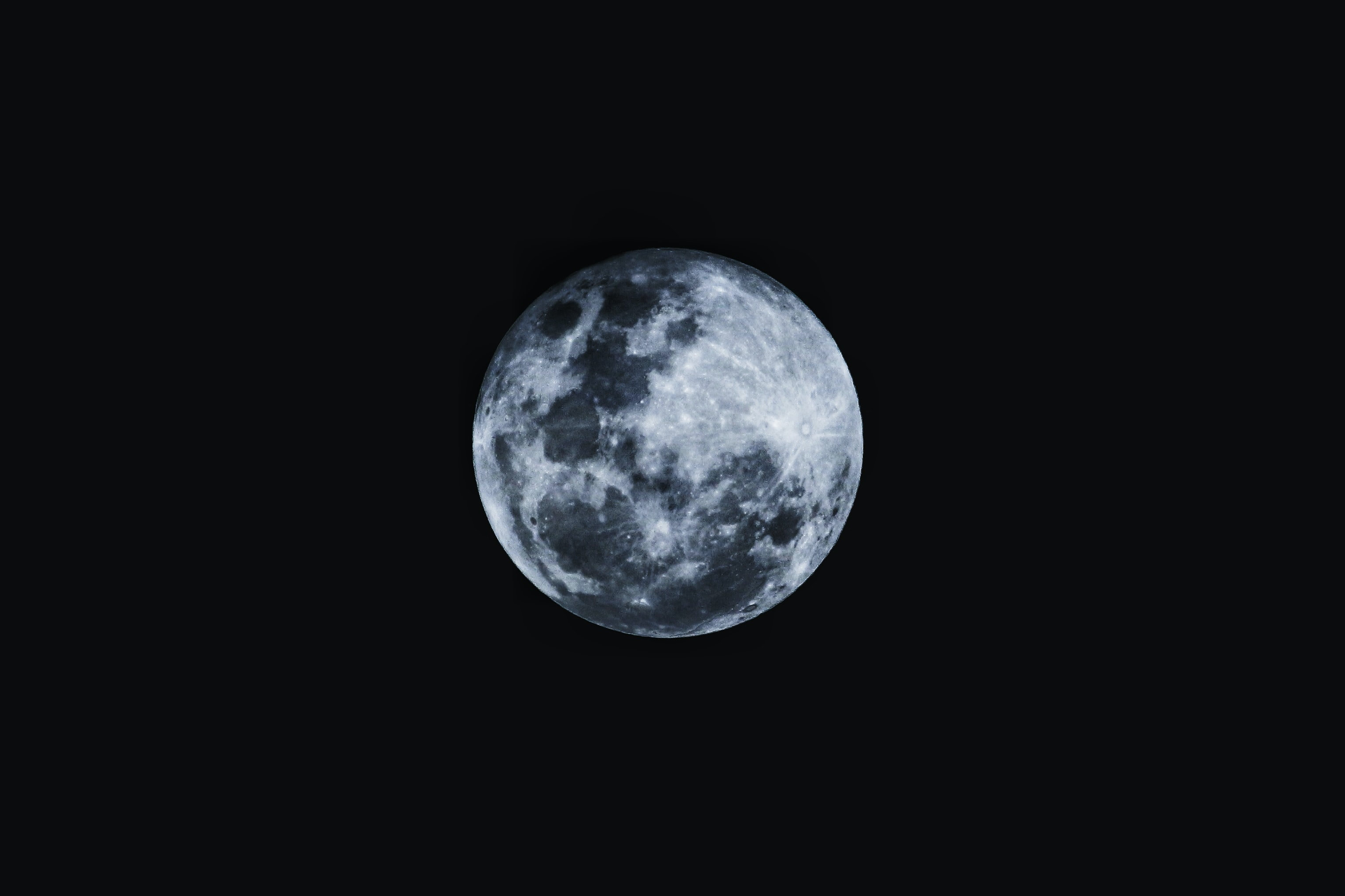 round moon with black background
