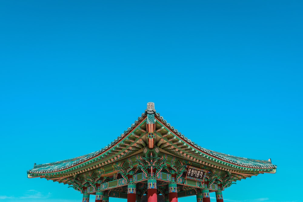 close-up photography of green and red temple during daytime