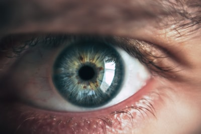 close-up photography of human eye eye teams background