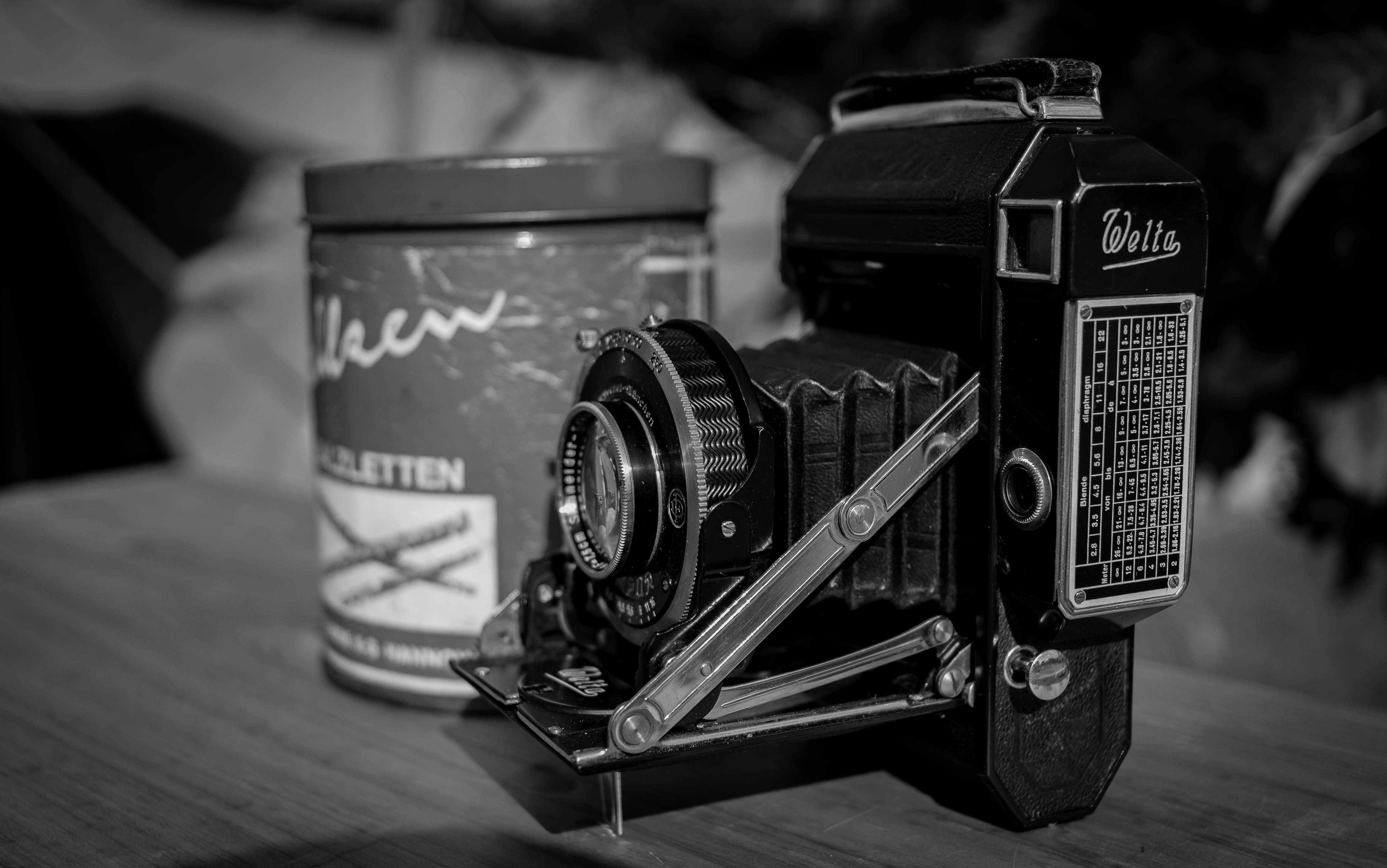 Antique photography gear 3 best free camera wwii era memorabilium movie camera and victor photos on unsplash