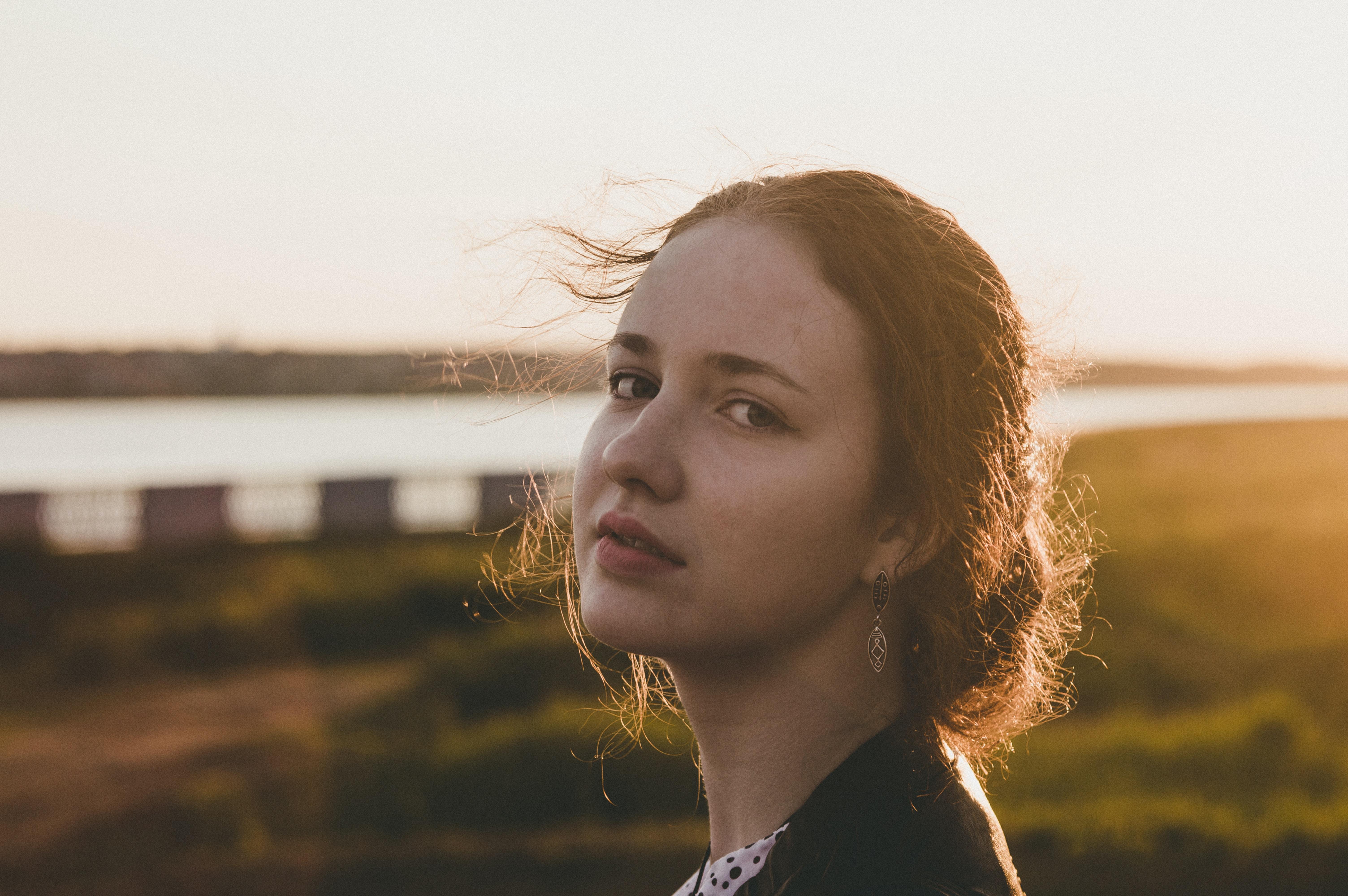 tilt-shift lens portrait photography of woman