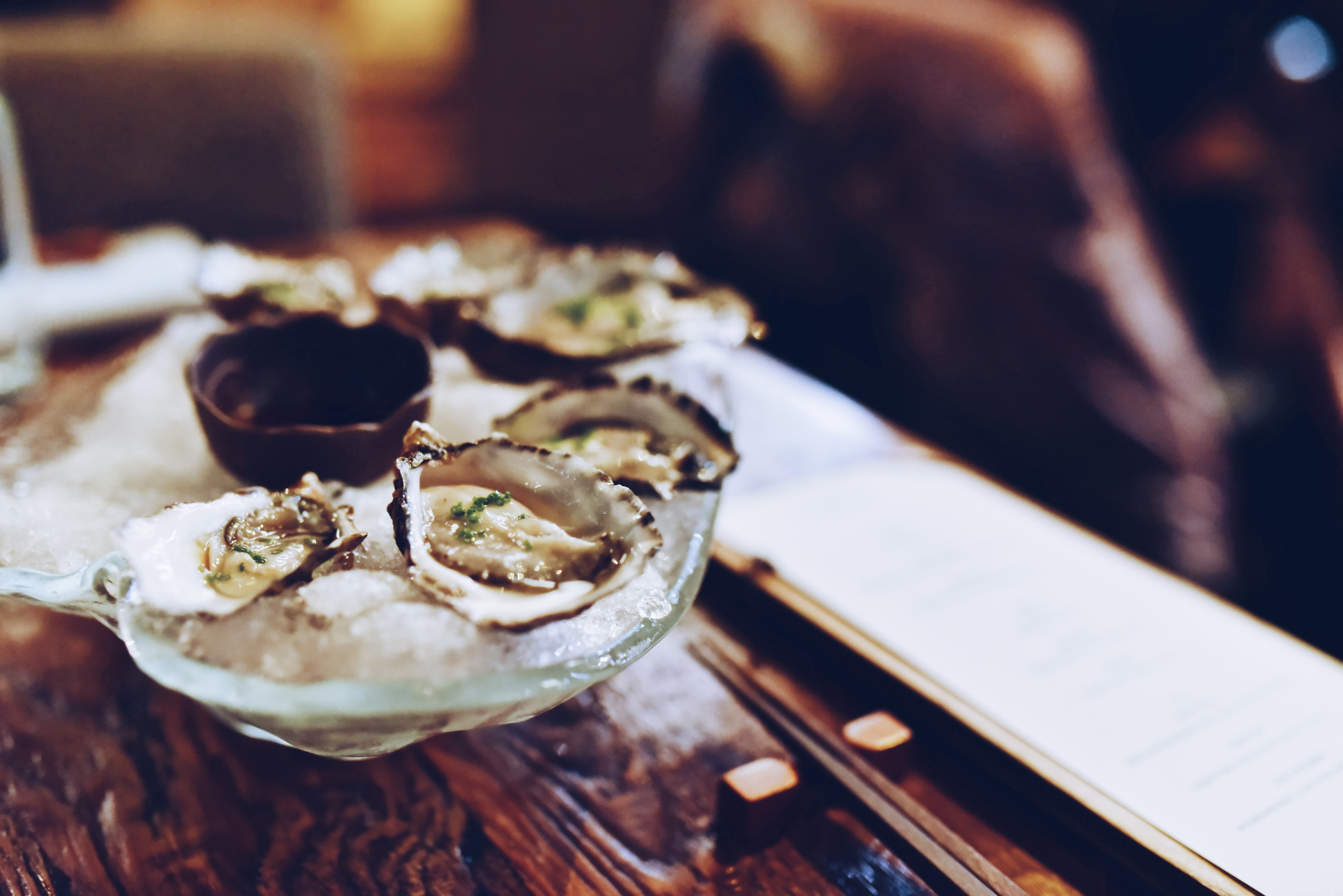 shallow focus photography of oysters on bowl