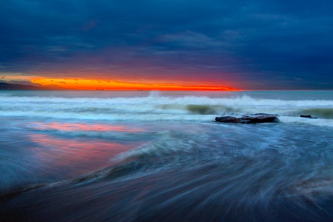 Esperando el amanecer en la Playa de la Misericordia un dia con un poco de temporal de levante.