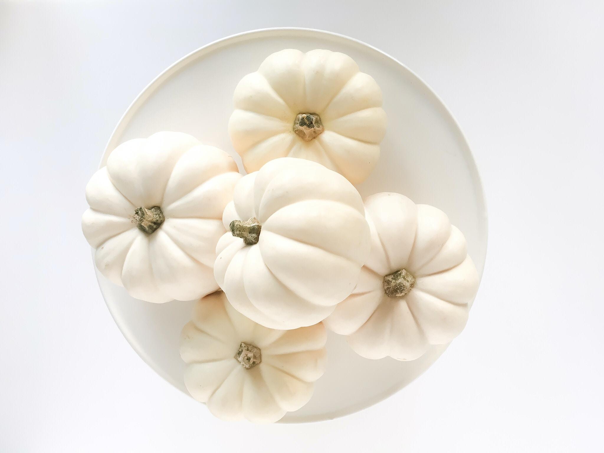 five white garlics