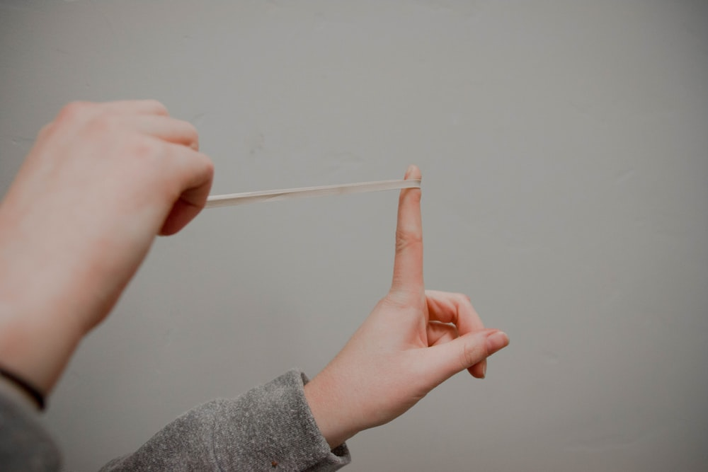 person holding rubberband