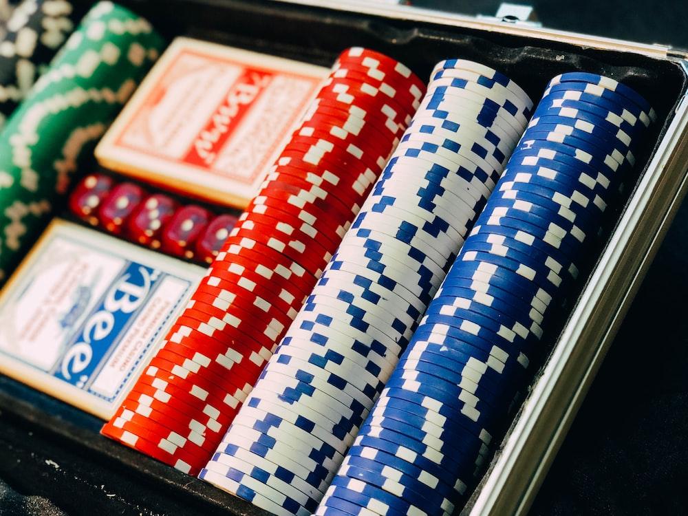 closeup photography of poker chip set