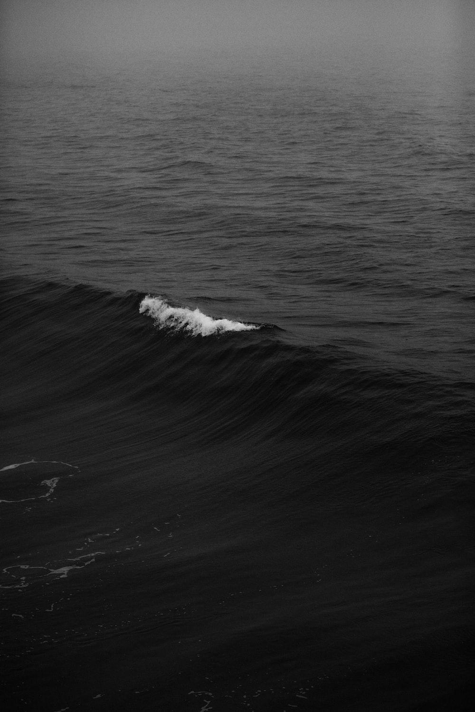 ocean wave in shallow focus lens