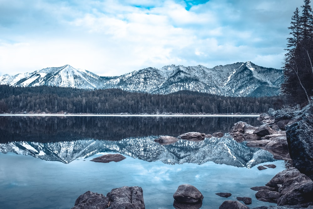 skyline photography of mountain and water
