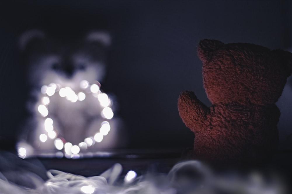 brown teddy bear bokeh photography
