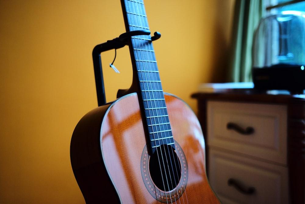 tilt shift lens photo of brown acoustic guitar